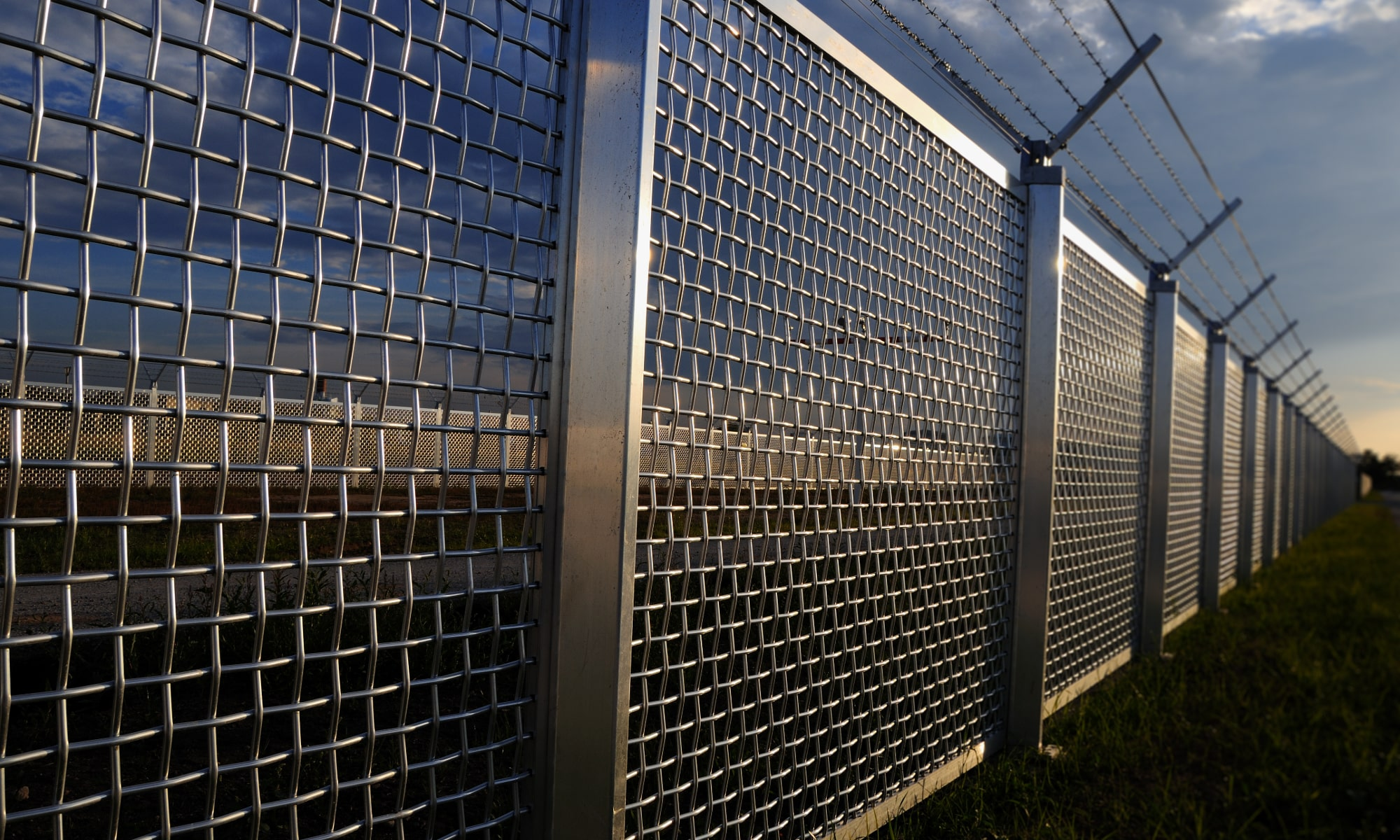 Protect Your Business: 4 Key Advantages of Security Fencing
